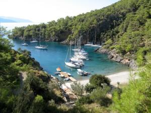 Där nere i Cold Water Bay ligger vår båt