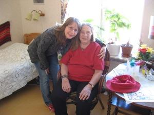 Här hälsade jag på faster 2008, hon var sig lik, det glada skrattet var kvar ändå till slutet.