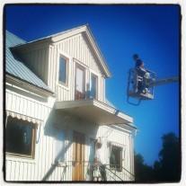 Min äldste, Anton, målar deras nya hus.