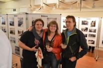 Katarina, Katarina och Katarina på tre fotointresserade på vernissage! Nilsson, Karlsson och Persson.