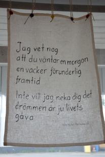 Av Nils Aslak Walkeapää - Korpilombolo, design Nylund.