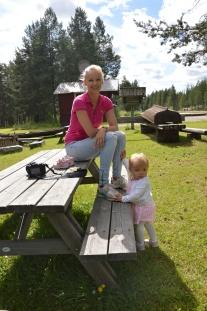Brors fru, fina Lena och lilla Vinga, på Vippabacken.