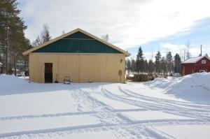 Äntligen en bild på det färdiga fårhuset! Fåren flyttade in före jul, nu är el- och vatten klart.