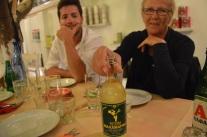 Tillbaka i Aten, där fanns det kvar retsina. O Tzitziras ki O Mitziras, en topprankad restaurang i Aten i Trip Advisor