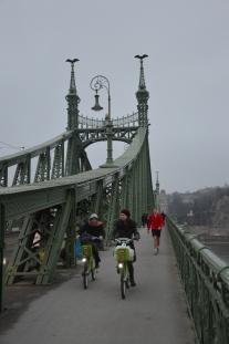 En av broarna över till Pest.
