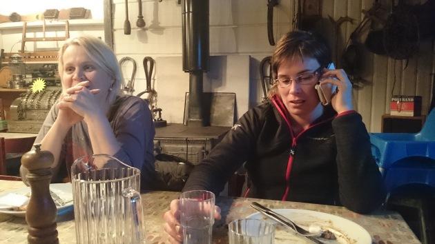 Anita och Ingegerd. De är fullt fart i framtiden med.